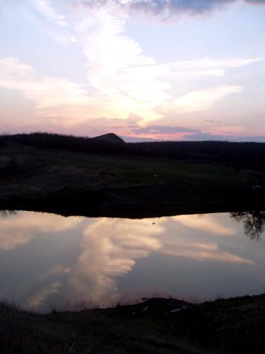 Облако купается в воде